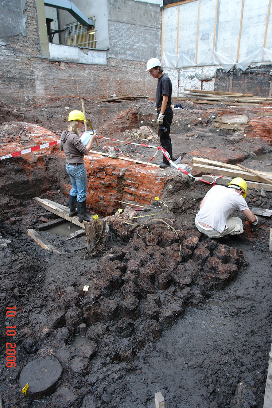 Szene einer Ausgrabung 2006