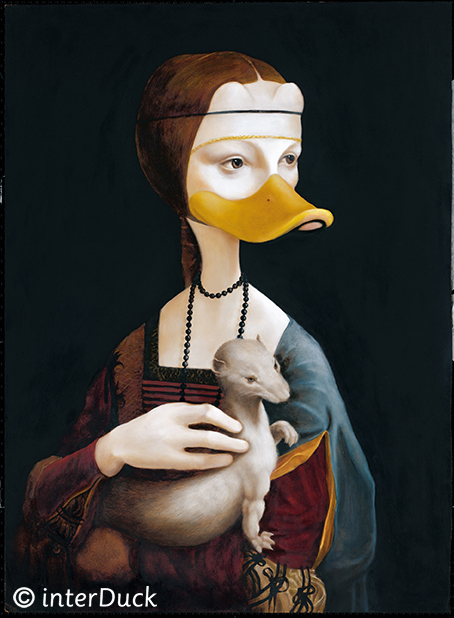 """Ente mit Frettchen Sonderausstellung """"Duckomenta"""" im Archäologischen Museum Hamburg"""