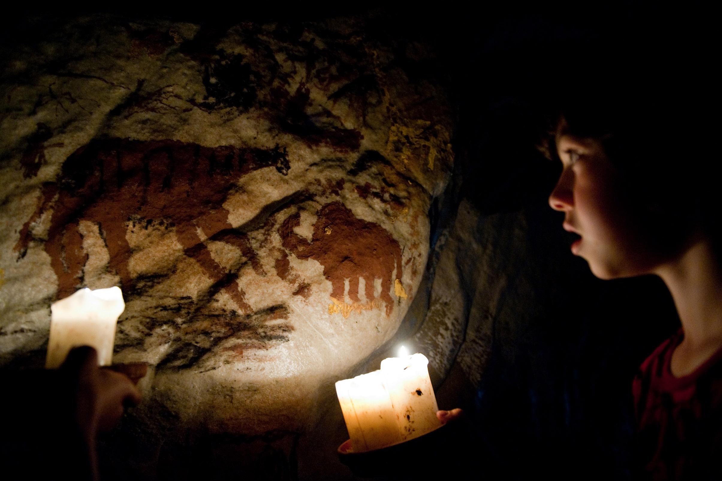 Höhle für die Museumspädagogik im Archäologisches Museum Hamburg Kinderprogramm im Museum