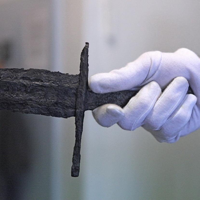 Hinter den Kulissen: Rekonstruktion eines Schwertes aus der Elbe