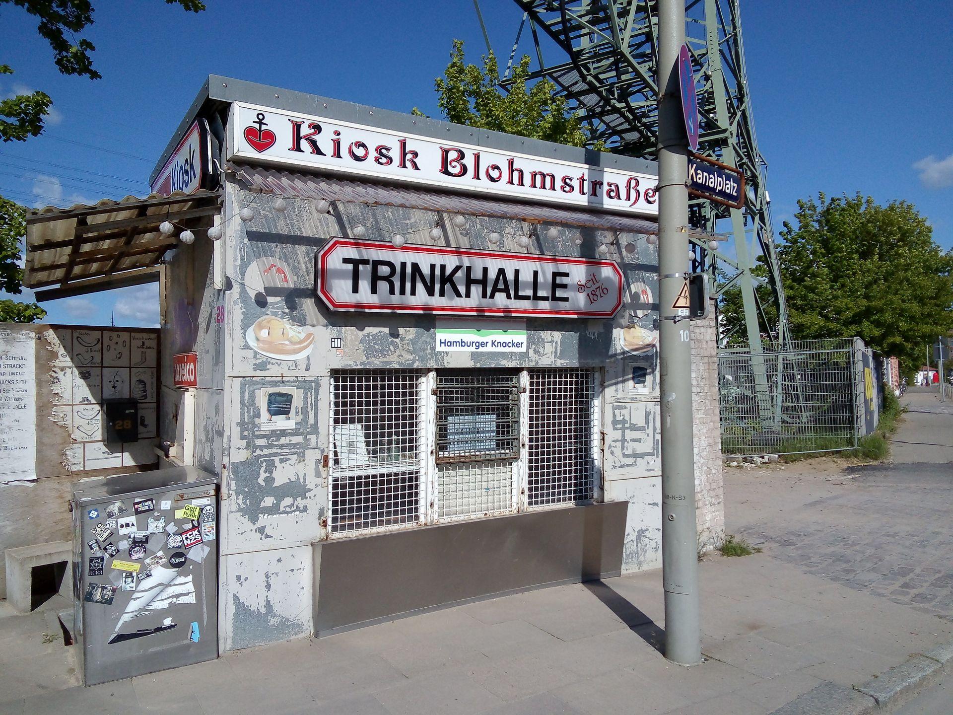 Denkmalplakette 2019 fuer den Kulturkiosk Blohmstrasse Harburg