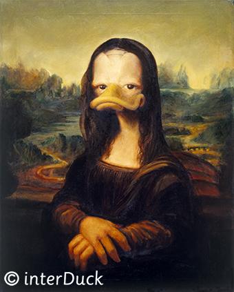 """MonaDuck in der Sonderausstellung """"Duckomenta"""" im Archäologischen Museum Hamburg Copyright: interDuck"""