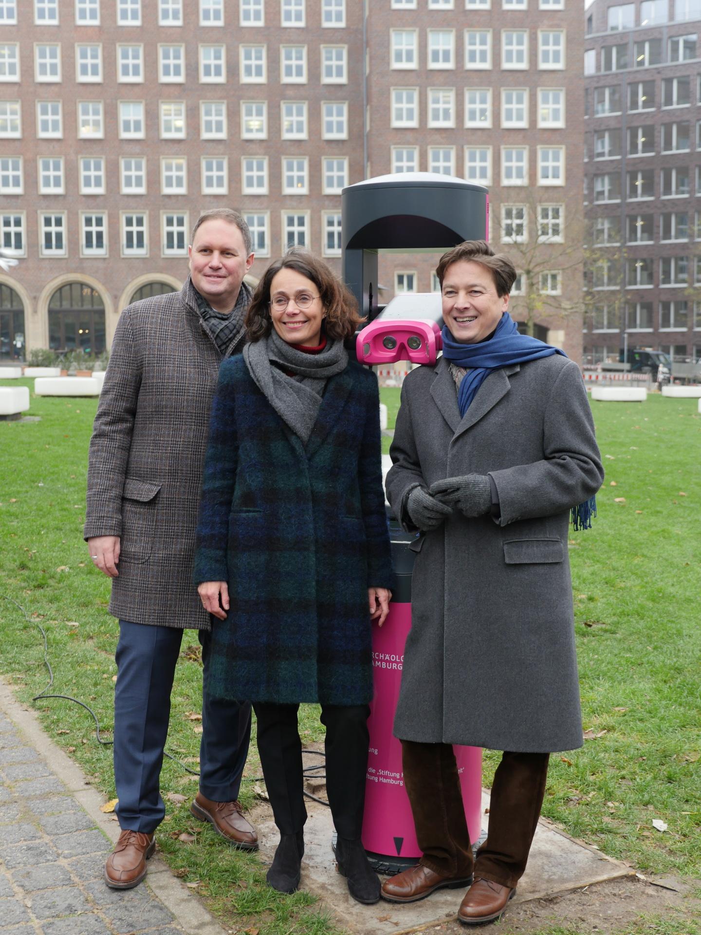 Einweihung Archäoskop mit Dr. Carsten Brosda, Dr. Katja Conradi und Prof. Dr. Rainer-Maria Weiss (v.l. )