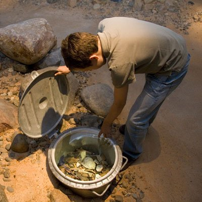 Material – From the Stone Age to the Plastic Age